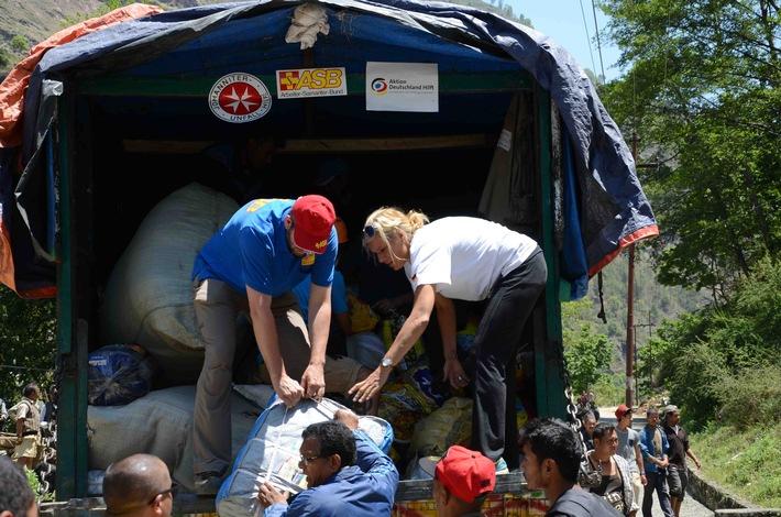 ASB verteilt Hilfspakete in Sindhupalchowk/Erdbeben in Nepal