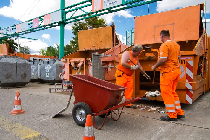 VKU stellt stoffstromspezifische Recyclingstrategie vor / Kommunale Abfallwirtschaft setzt sich ambitionierte Recyclingziele