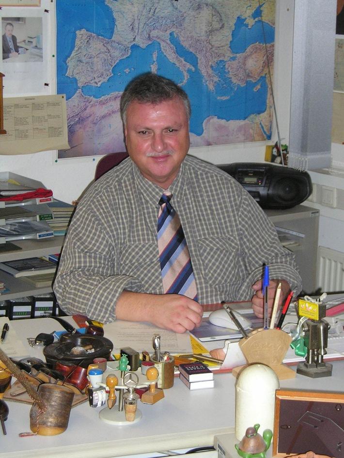 POL-SHDD: Bundesverdienstorden für Kriminalbeamten