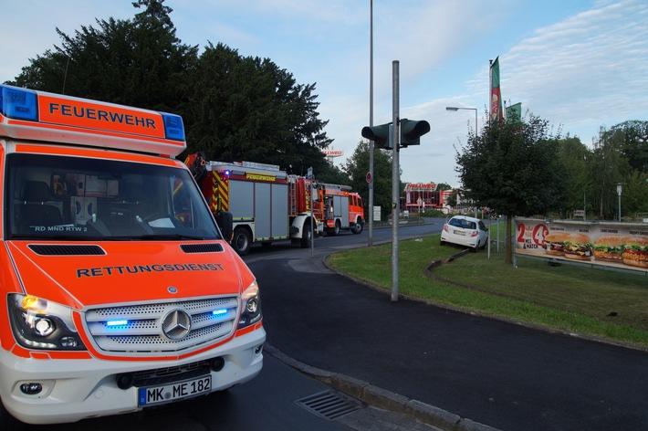 FW Menden: Verkehrsunfall - Zwei PKW kollidieren im Kreuzungsbereich