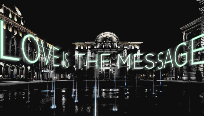 Einladung an die Medien: 15 Meter hohe, interaktive Laser-Textprojektion auf den Fassaden beim Bundesplatz