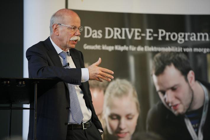 DRIVE-E-Studienpreise verliehen: Wissenschaftliche Arbeiten zum elektrischen Antriebsstrang überzeugten
