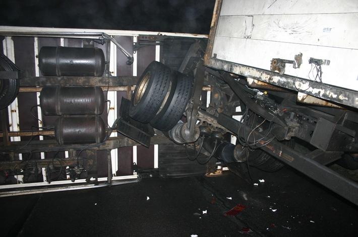 POL-DA: Schaafheim: Lastkraftwagen kippt auf glatter Straße um / Lange Sperrung der Landesstraße 3115