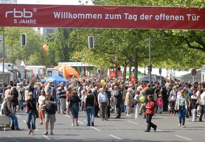 Große Resonanz auf den Tag der offenen Tür 80.000 Berliner und Brandenburger kamen zum rbb in Berlin