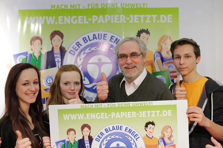 """""""Engel-Papier. Jetzt!"""": Blauer Engel und Schüler wollen mehr Recyclingpapier - Start auf der didacta"""