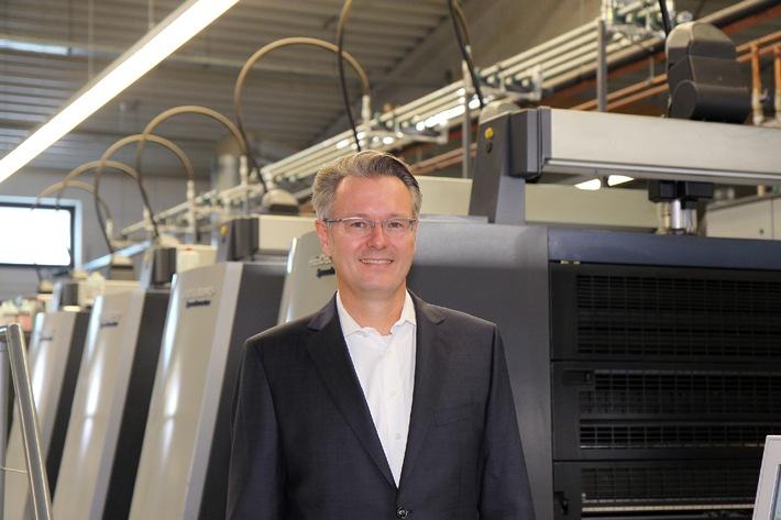 """Dr. Michael Fries auf dem Podium des """"Online Print Symposium 2015"""" in München / Geschäftsführer von diedruckerei.de und Onlineprinters spricht über Internationalisierung im Onlinedruck"""