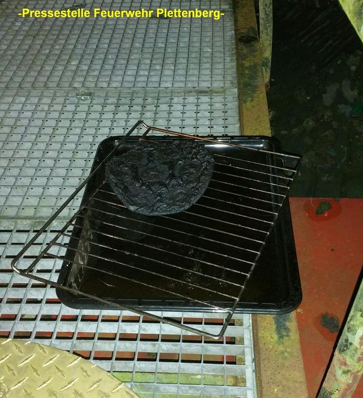 FW-PL: OT-Pasel. Pizza im Backofen vergessen. Bewohnerin kommt mit Verdacht auf Rauchgasinhalation ins Krankenhaus