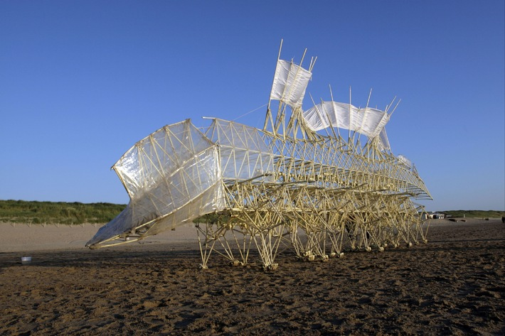 Le Pour-cent culturel Migros présente Theo Jansen  Des créatures de plage envahissent Zurich