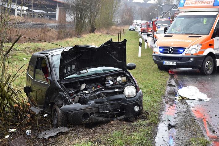 FW-OE: Schwerer Verkehrsunfall in Maumke, 6-jähriges Kind und 2 Erwachsene verletzt