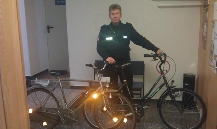 POL-HOL: Untere Hilsstraße in Grünenplan: Zwei aufgefundene Fahrräder im Straßengraben - Polizei fragt nach Eigentümern -