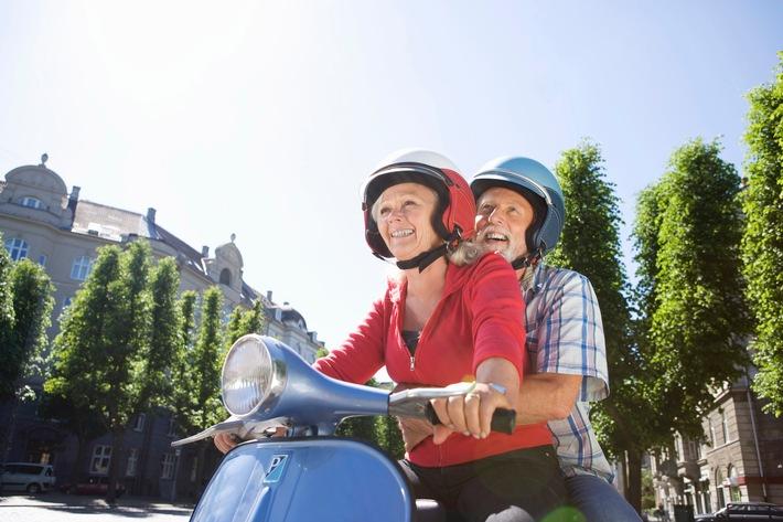 Mallorca, Frankreich, USA: Langzeiturlaub im Ruhestand / Inwiefern Wechselkurse, Wohnsitz oder Reiseziel den Rentenbezug und Versicherungsschutz von Senioren beeinträchtigen können, erklärt die DVAG