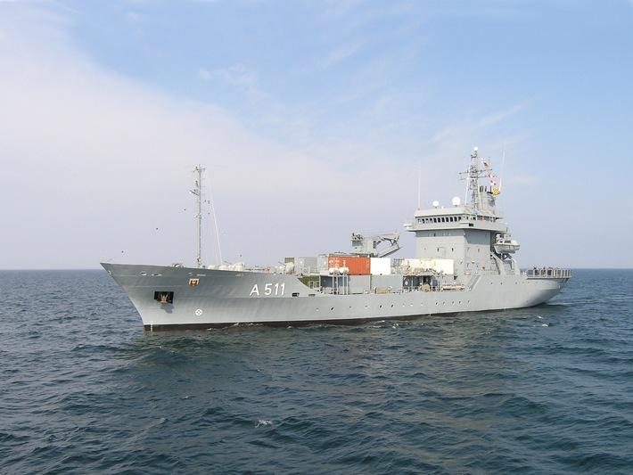 Tender Elbe koppelt mit Nato-Verband Der Tender Elbe wird das Flaggschiff des Einsatzverbandes sein