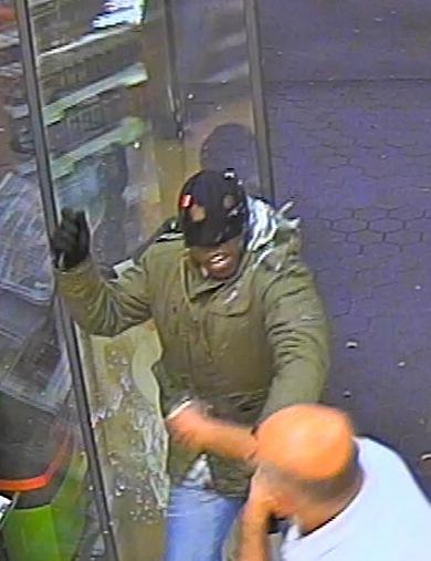 POL-SE: Pinneberg: Raubüberfall auf Tankstelle in der Saarlandstraße gestern Abend - Wer kennt die Täter auf den Fotos?