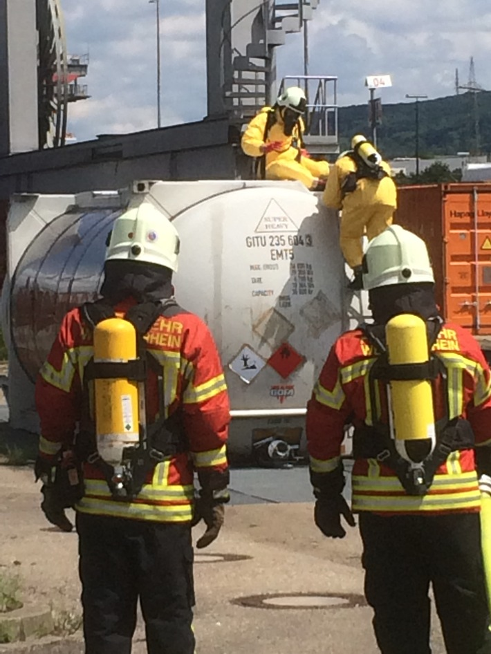 BPOLI-WEIL: Gefahrgutunfall im Containerbahnhof Weil am Rhein