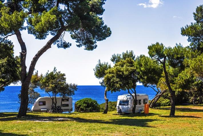 Die 10 Top Familien-Campingplätze am Mittelmeer / 5-Sterne-Plätze in Italien, Kroatien, Frankreich und Spanien / Mit dem ADAC Campingführer zum perfekten Platz für jede Zielgruppe