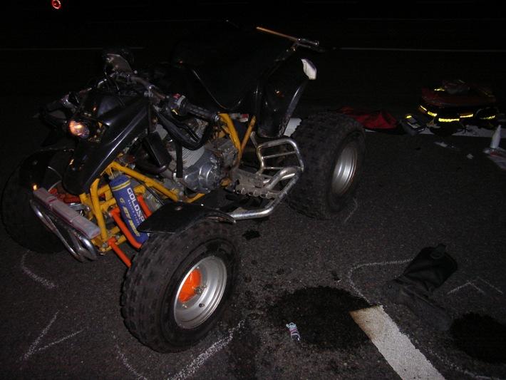 POL-HI: Quad prallt gegen Lkw, Quadfahrer schwer verletzt