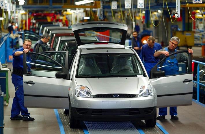 Mitarbeiter fahren schon den neuen Ford Fiesta