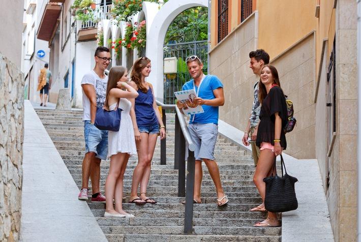 Sicherheit: Bei Jugendreisen ein Muss / Eltern sollten bei Jugendreisen auf Qualität der Betreuung achten