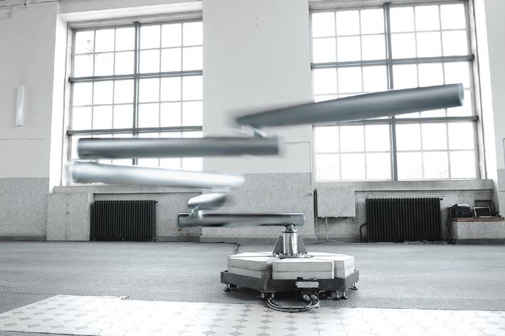 Das Migros-Kulturprozent präsentiert die Arbeit der Schweizer Künstler Cod.Act  Cycloïd-E - eine faszinierende Klangskulptur