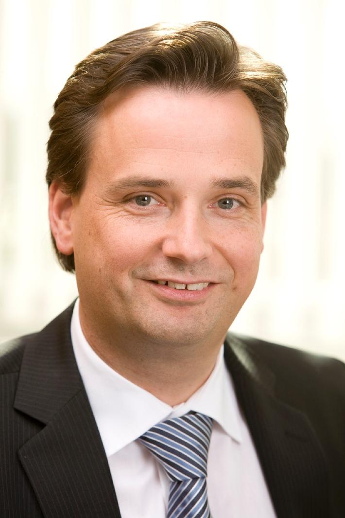Wolfgang Booms wird Geschäftsführer Marketing und Vertrieb der Ford-Werke GmbH / Wolfgang Kopplin zum neuen Verkaufsdirektor ernannt (mit Bild)