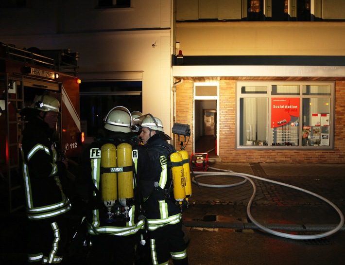 FW-AR: Mehrere Verletzte bei Wohnungsbrand in Hüsten