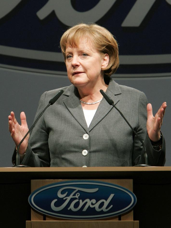 Bundeskanzlerin Dr. Angela Merkel zu Gast im Designcenter von Ford in Köln