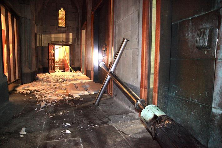 FW-E: Feuer in Kirchturm von St. Hubertus in Essen-Bergerhausen, Ursache vermutlich Blitzschlag, Schlussmeldung