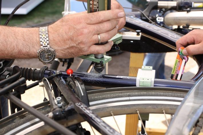 POL-DA: Bensheim: Fahrradcodierung fand regen Zuspruch