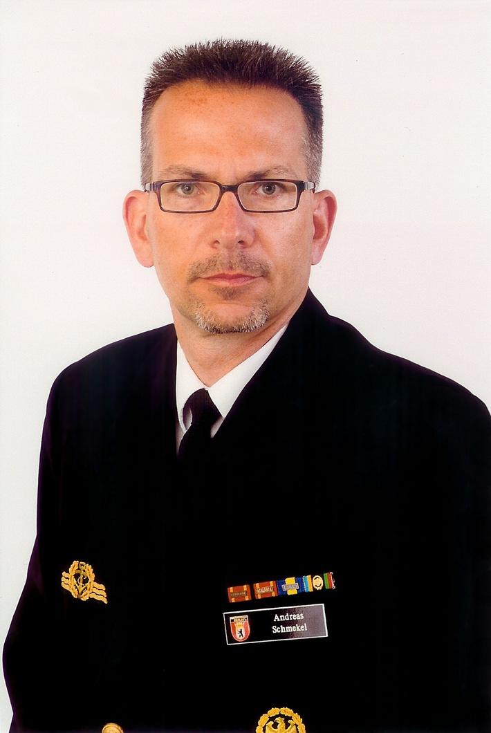 """Kommandowechsel auf dem Einsatzgruppenversorger """"Frankfurt am Main"""""""
