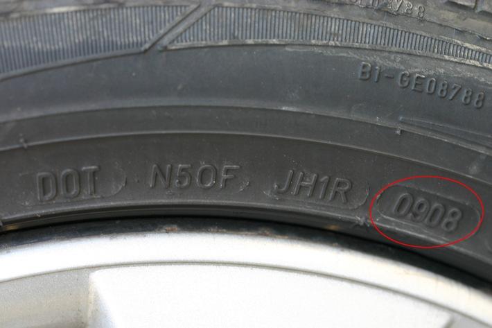 Test TCS: les vieux pneus ne sont pas sûrs