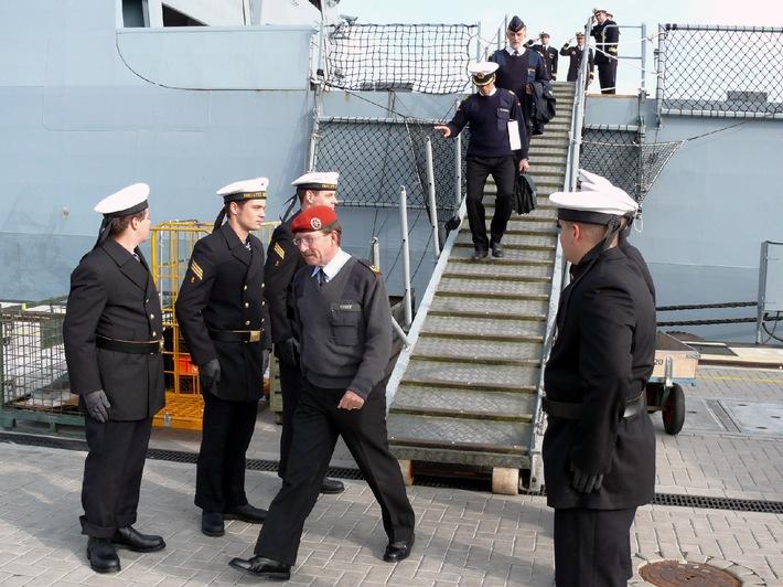 Deutsche Marine - Pressemeldung: Marine braucht Mischung aus erfahrenem und neuem Personal