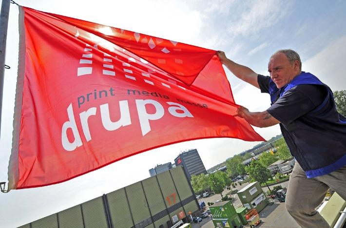 drupa 2008 hisst die Fahne