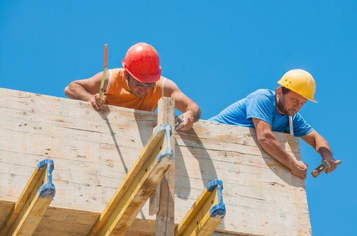 Sommer, Sonne, Risiko / Schutz gegen UV-Strahlung bei Arbeiten im Freien
