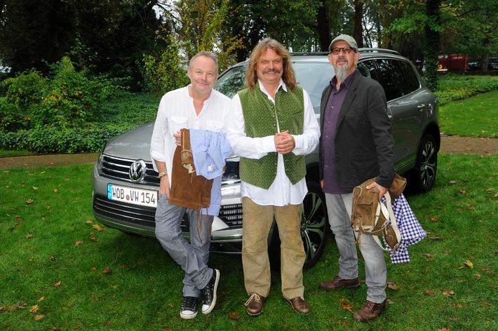 Ein Auto für Gipfelstürmer! Gipfeltreffen legendärer Soulmates-Rockmusiker mit Volks Rock'n'Roller Andreas Gabalier und Leslie Mandoki testen den neuen VW Touareg