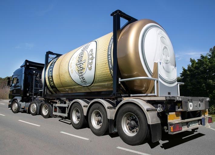 XXL-Bierdose gegen Sommerhitze / Mit 31.000 Litern Fassungsvermögen rollt die größte, mobile Bierdose auf Deutschlands Straßen