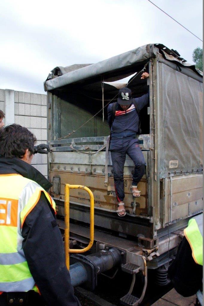 Bundespolizeidirektion München: 16 Migranten bei Güterzugkontrollen aufgegriffen - Bundespolizei unterbindet lebensgefährliche Zugreisen