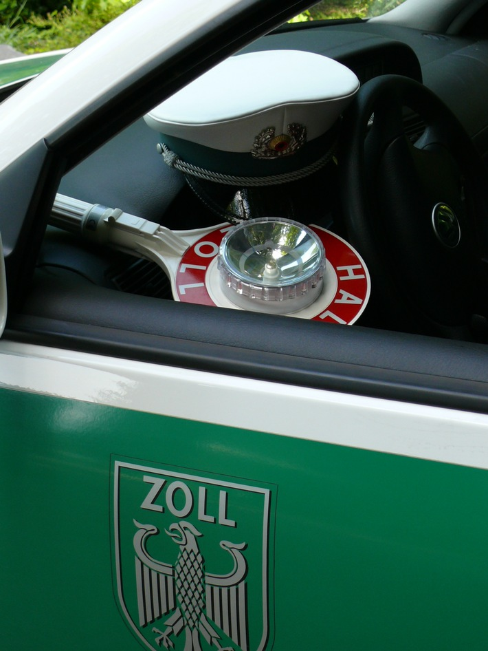 """ZOLL-K: Wenn der Hammer dreimal schlägt....: Zoll-Auktion am ersten """"Tag des Zolls"""" in Köln"""