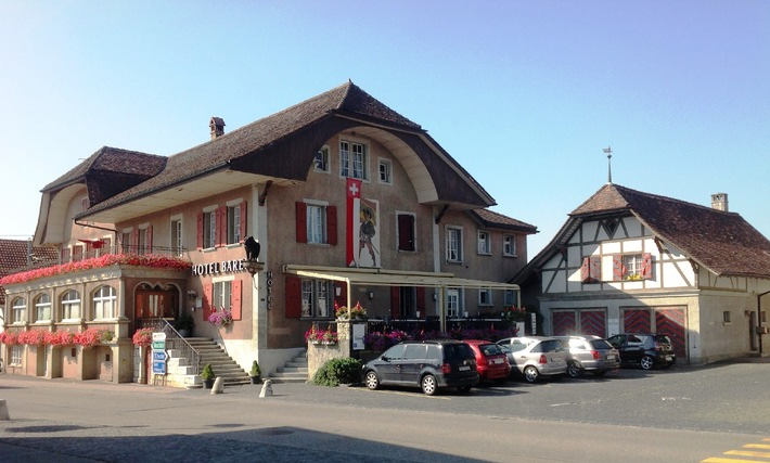 Kleine Dorfgeschichten / Der traditionelle Gasthof im -Albert Anker Dorf Ins- steht zum Verkauf