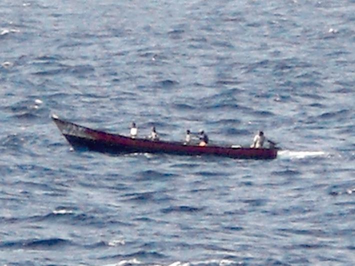 """Deutsche Marine: Pressemeldung - Fregatte """"Karlsruhe"""" leistet mehrmals Nothilfe gegen Piraten"""