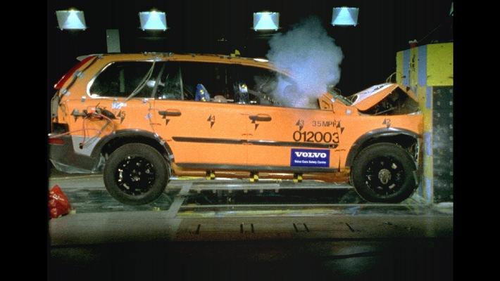 Volvo XC90 - le premier SUV à obtenir cinq étoiles à l'Euro NCAP crash-test