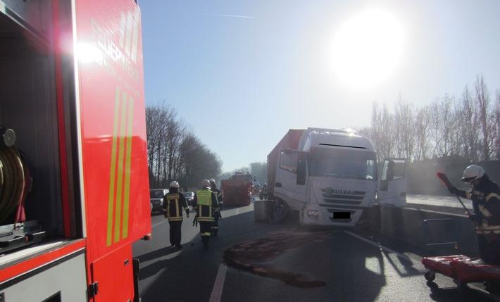 FW-MH: Einsatzreicher Tag für die Feuerwehr Mülheim an der Ruhr