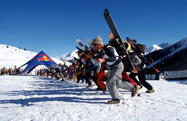 Mit Schneeschuhen hoch, auf dem Snowboard runter