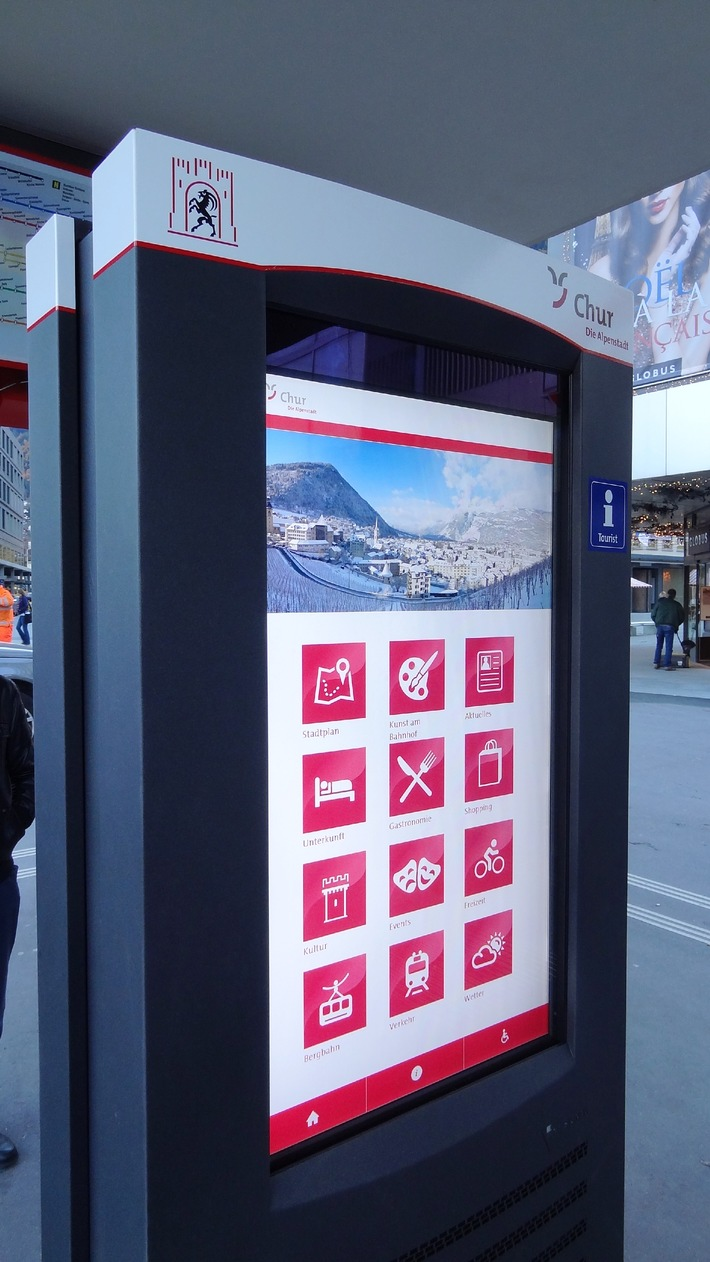 Chur informiert interaktiv - Erster doppelseitiger, digitaler Info-Point der Schweiz eingeweiht (Bild)