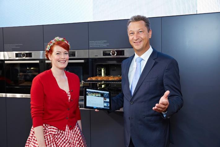Einfach zum perfekten Ergebnis / Bosch stellt auf der IFA-Pressekonferenz neue Backofen-Reihe mit innovativen Features vor