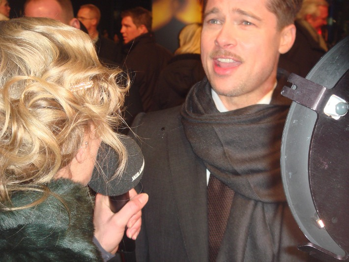 """TALK OF FAME - NEWSTICKER: Brad Pitts Flirt-Attacke in Berlin, """"fettes"""" Interview mit Tom Cruise und der Lieblingsdrink der Promis"""