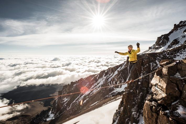 """Mit """"E+motion"""" zum Weltrekord am Kilimandscharo / medi Testimonial Stephan Siegrist begeht höchstgelegene Highline"""