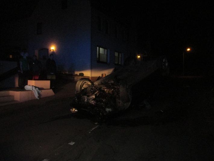 POL-HOL: Hehlen  - Im Hagen: PKW auf dem Dach gelandet - Fahrer leicht verletzt und alkoholisiert am Steuer -