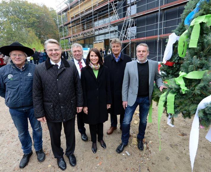 Richtfest für neues Gebäude der Naturerbe GmbH mit der DBU-Kuratoriumsvorsitzenden Schwarzelühr-Sutter