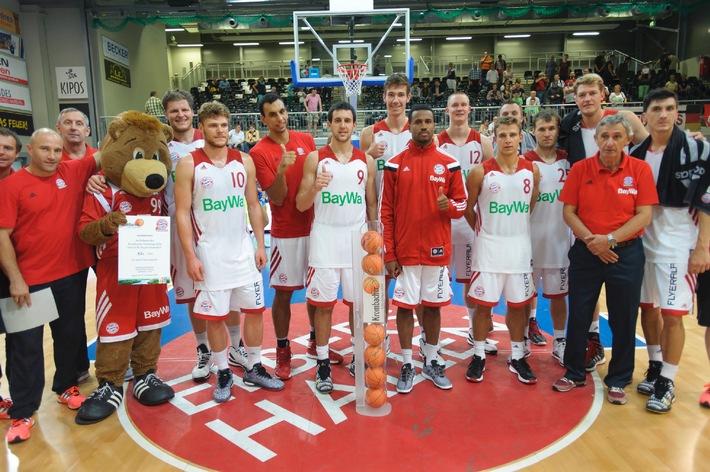 """Verdienter Sieg für den FC Bayern Basketball! Auch die zweite Auflage der """"Krombacher Challenge"""" in der Hagener ENERVIE Arena war ein voller Erfolg und lieferte den Zuschauern ein spannendes Turnier"""