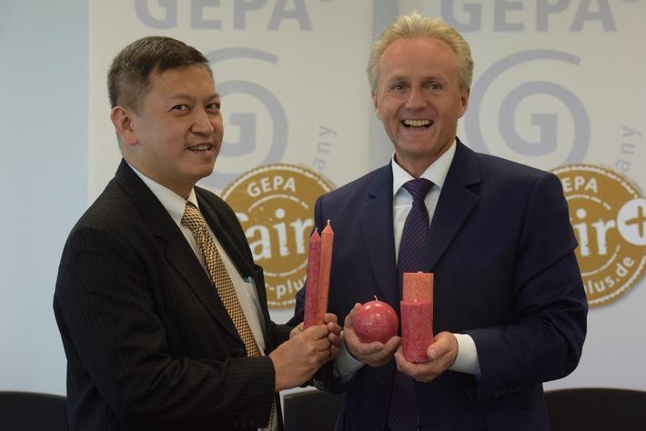 GEPA: Als Pionier in die nächsten 40 Jahre / Umsatzsteigerung um 3 Prozent auf rund 69 Millionen Euro / Fair Trade-Kerzen: kleines Jobwunder auf Java